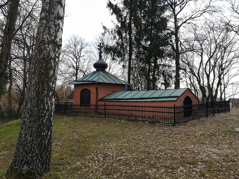 Склеп Толстого А.К. и его жены Толстой С.А.