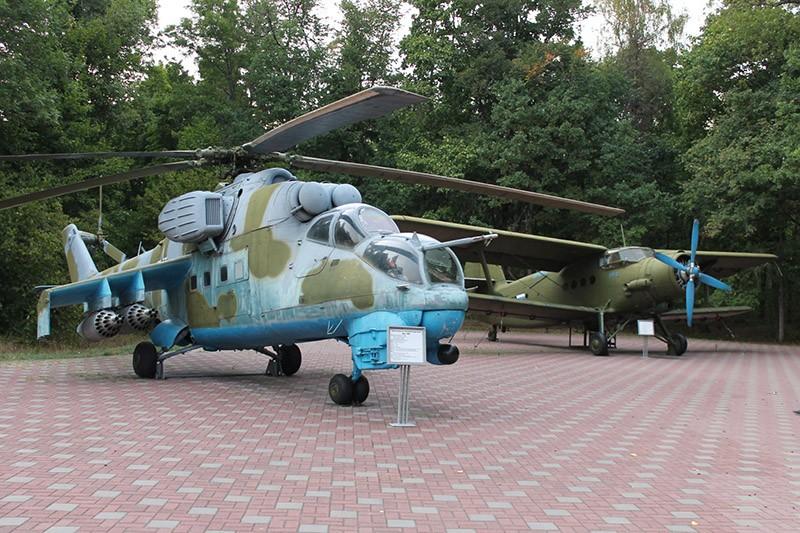 Партизанская поляна самолет и вертолет