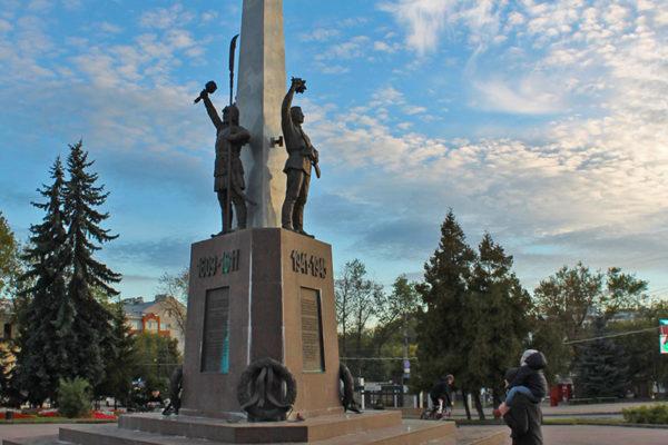 монумент защитников Смоленска