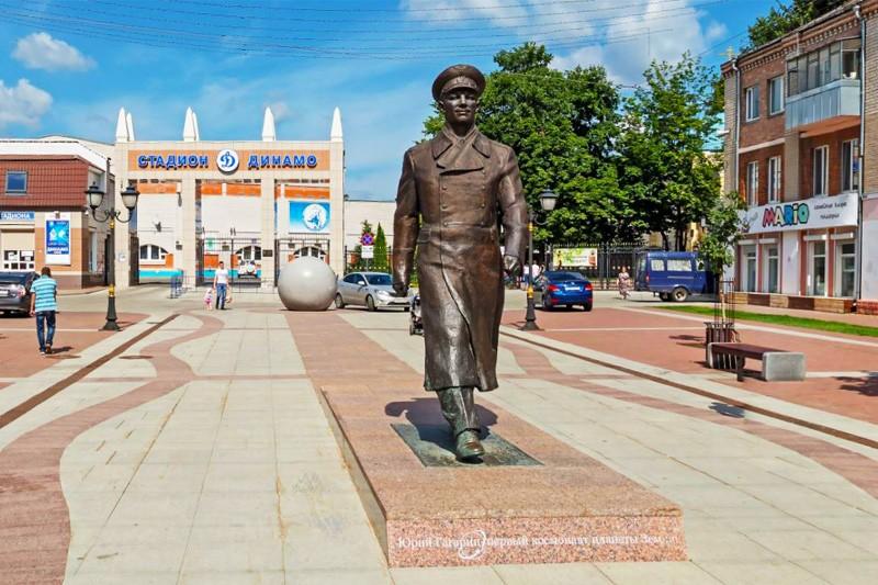 Памятник Гагарину Брянск