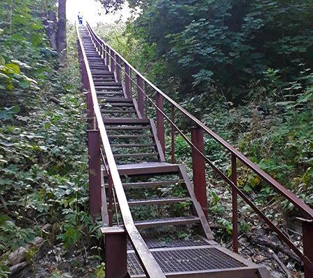 Лестница к источнику Свенского монастыря