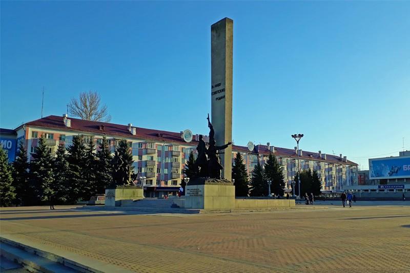 памятник воинам и партизанам — освободителям Брянска