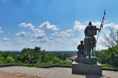 Памятник Пересвету и Баяну