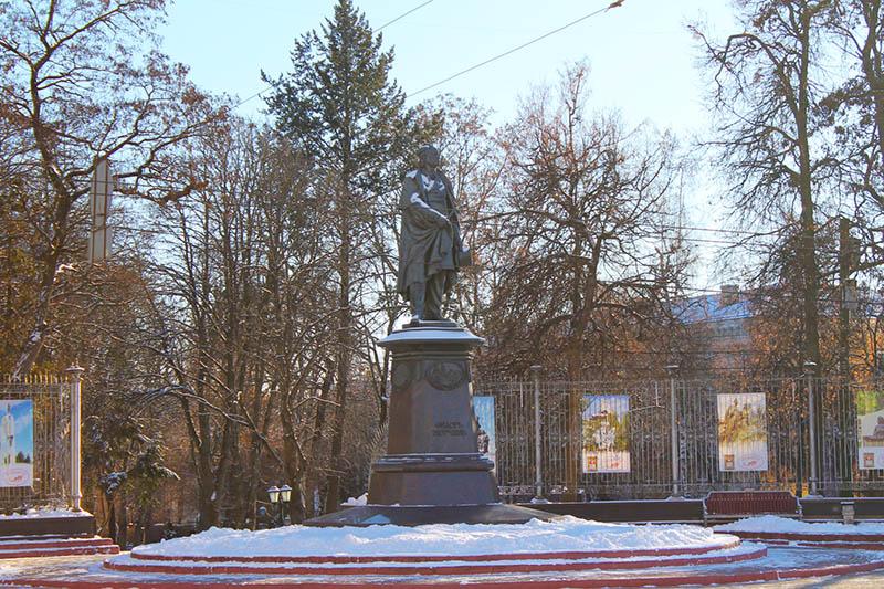 Памятник Тютчеву в Брянске