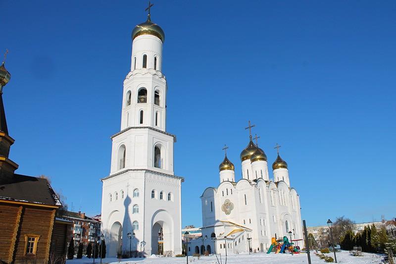 Свято-Троицкий собор и колокольня в Брянске