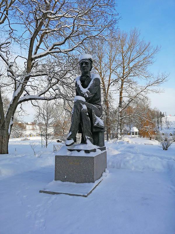 Памятник Тютчеву Ф.И. в Овстуге