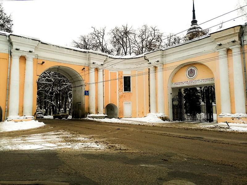 Восточные ворота присутственных мест в Калуге