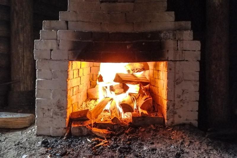 Печка в землянке на стоянке Виноградова