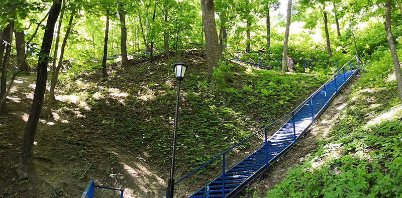 Лестница к источнику Нила Столобенского