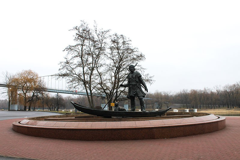 Памятник Гомиянин