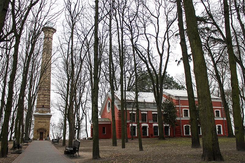 Оранжерея и башня обозрения