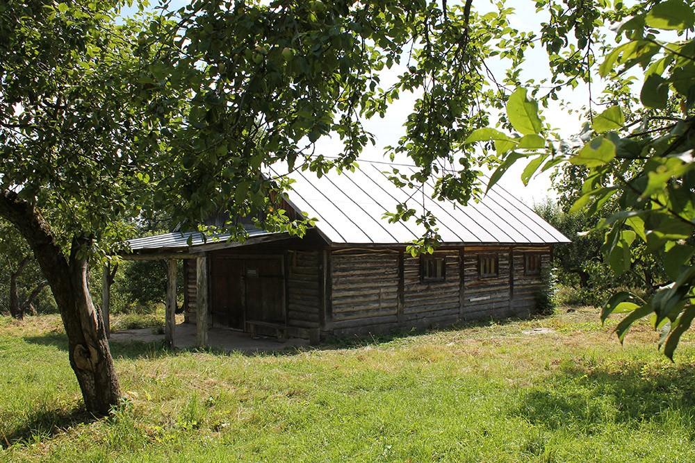 хозяйственные постройки Ясная Поляна