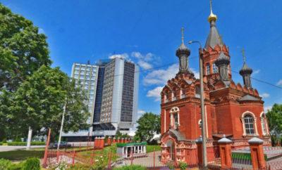 Гостиница Брянск и Церковь Преображения Господня